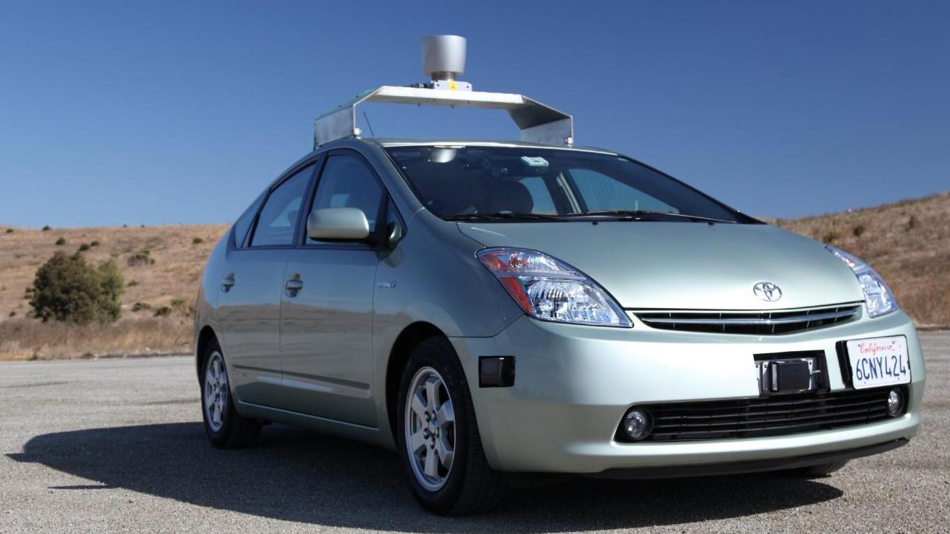 На калифорнийские дороги выпустят машины без руля, педалей и водителей