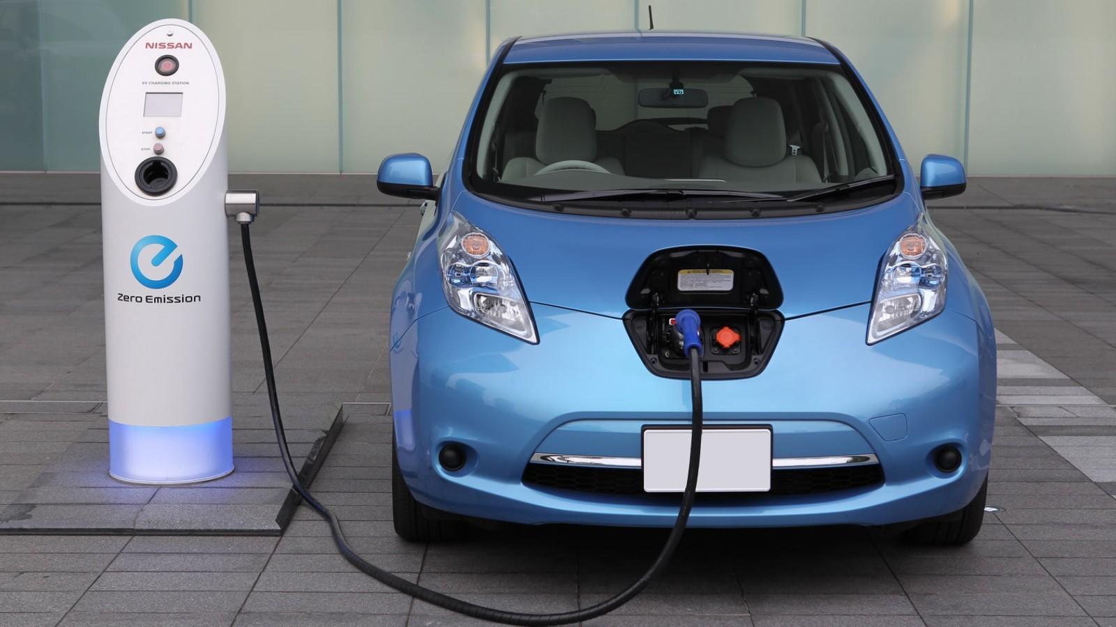 Париж планирует запретить бензиновые идизельные авто до 2030