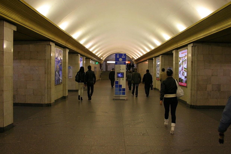 Станцию метро «Сенная площадь» закрывали из-за подозрительной сумочки