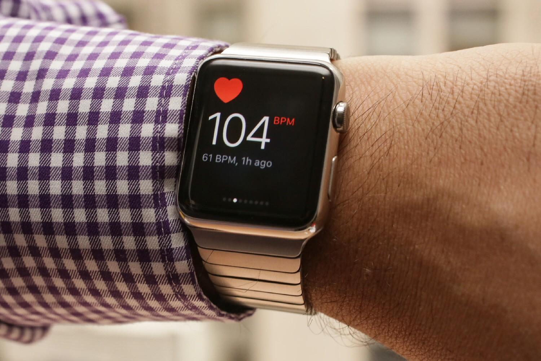 Часы Apple Watch спасли жизнь человеку вСША