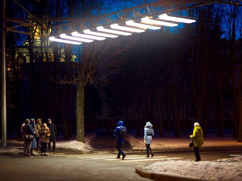Москвичи признали удачным эксперимент поподсветке пешеходных переходов вЗеленограде