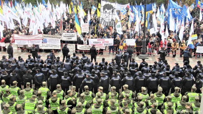 Депутатов рады заблокировали в помещении парламента допринятия законов