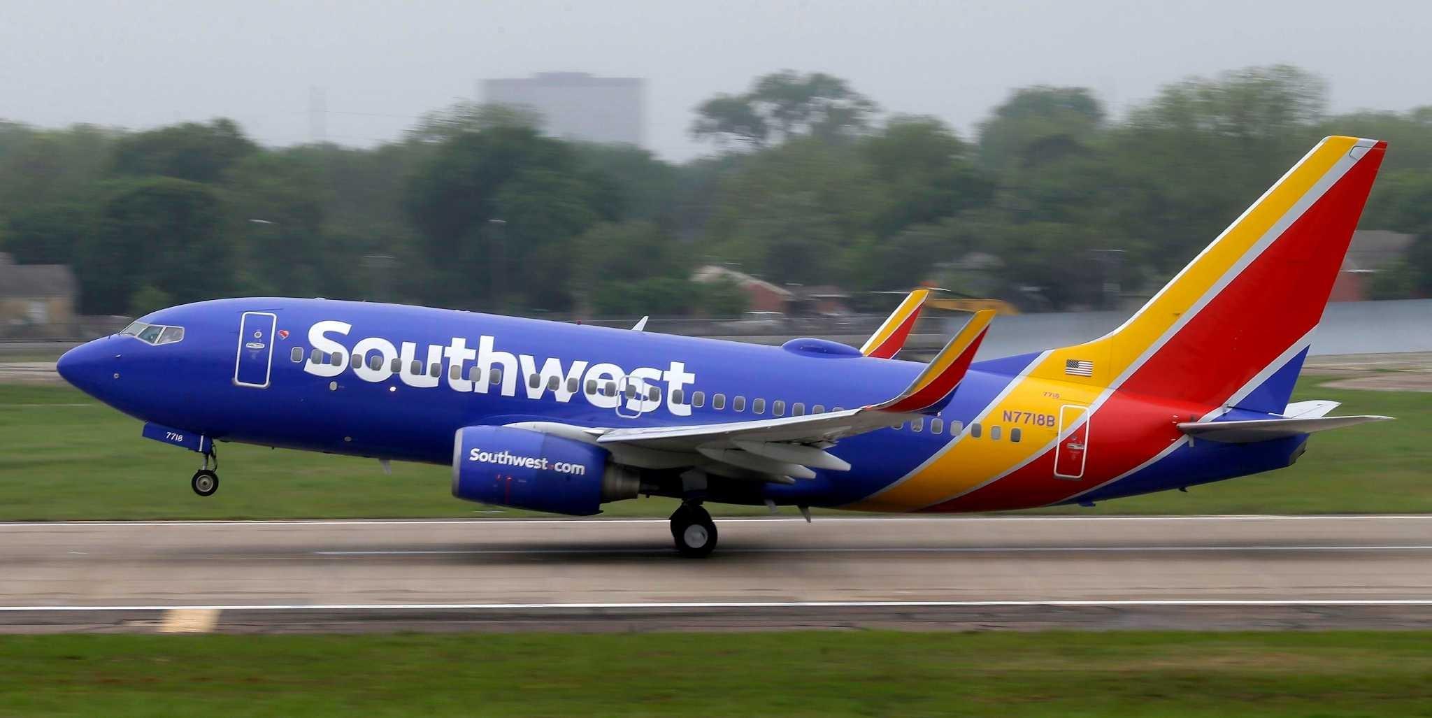 Авиакомпания Southwest Airlines выполнила 1-ый рейс с навсе 100% дамским экипажем