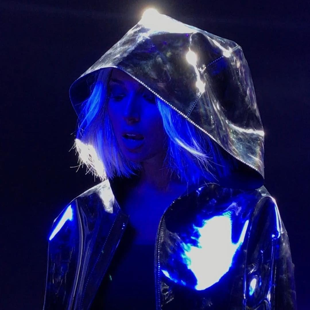 Эстрадная певица Алсу сменила цвет волос истала блондинкой