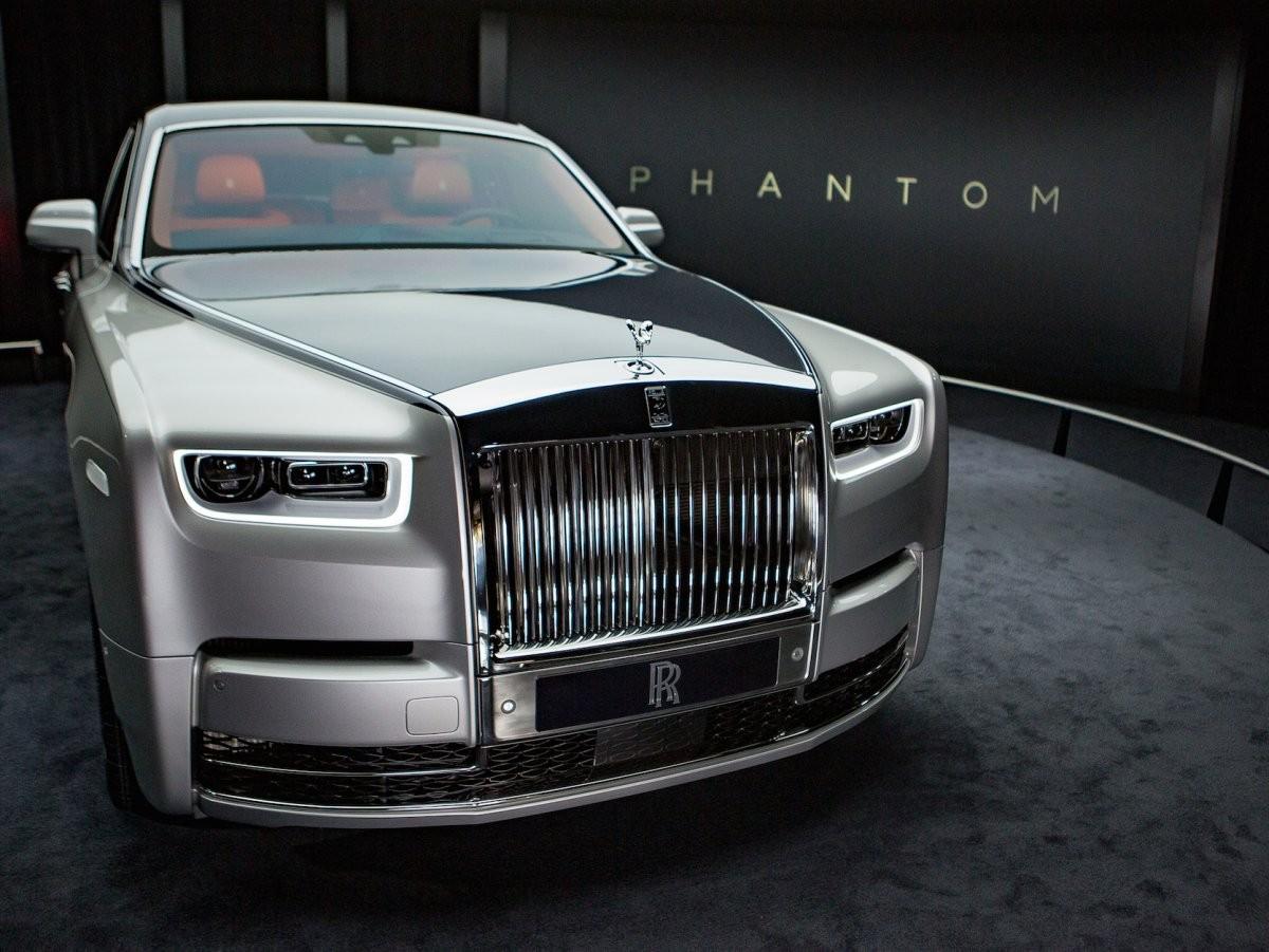 ВВоронеже впробке увидели Роллс Ройс Phantom за20 млн руб.