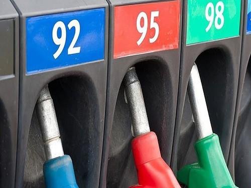 В конце ноября года вслед за оптовыми в рост пошли и розничные цены на бензин, и компания повысила цены в среднем на 7,16 %.
