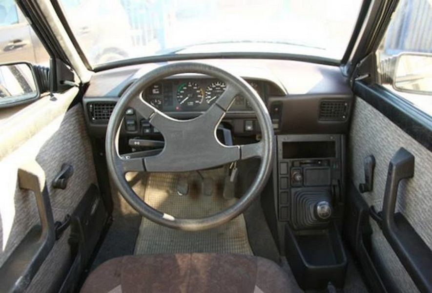 Поляк создал двухместный «антипробочный» автомобиль набазе FSO Polonez