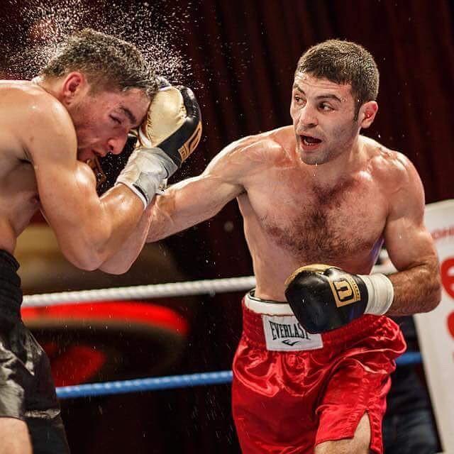 Русский боксер победил втитульном бою иполучил пояс сименем конкурента