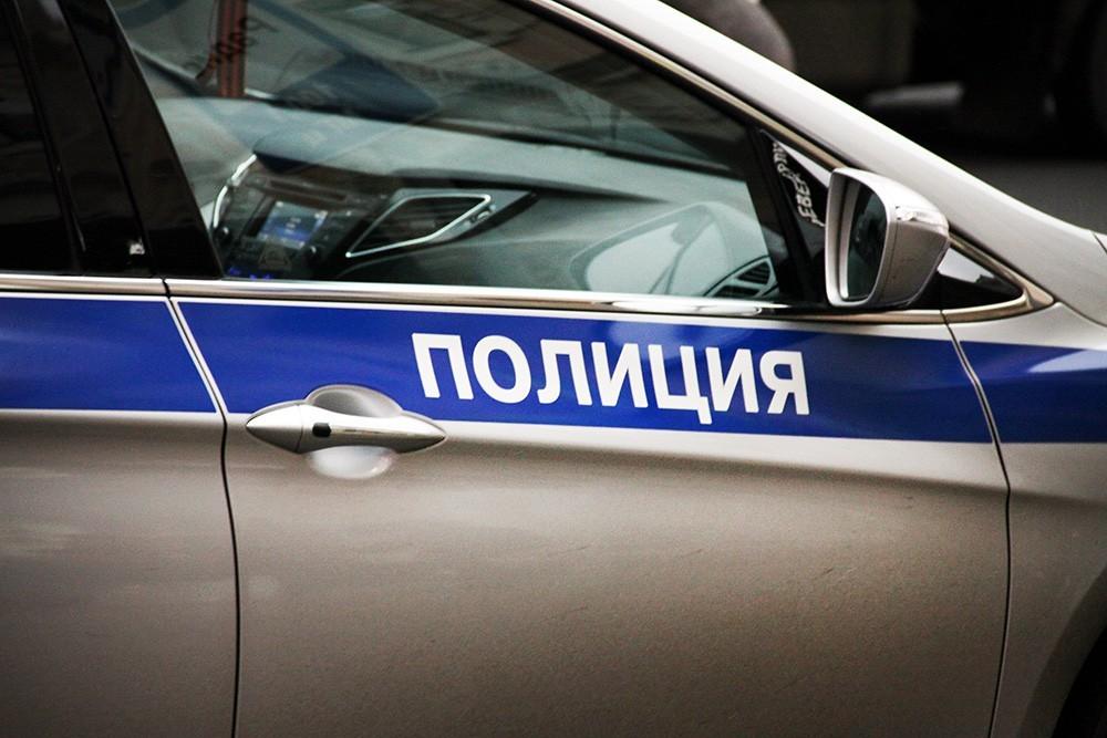 В российской столице мужчина схвачен затанец накрыше полицейского автомобиля