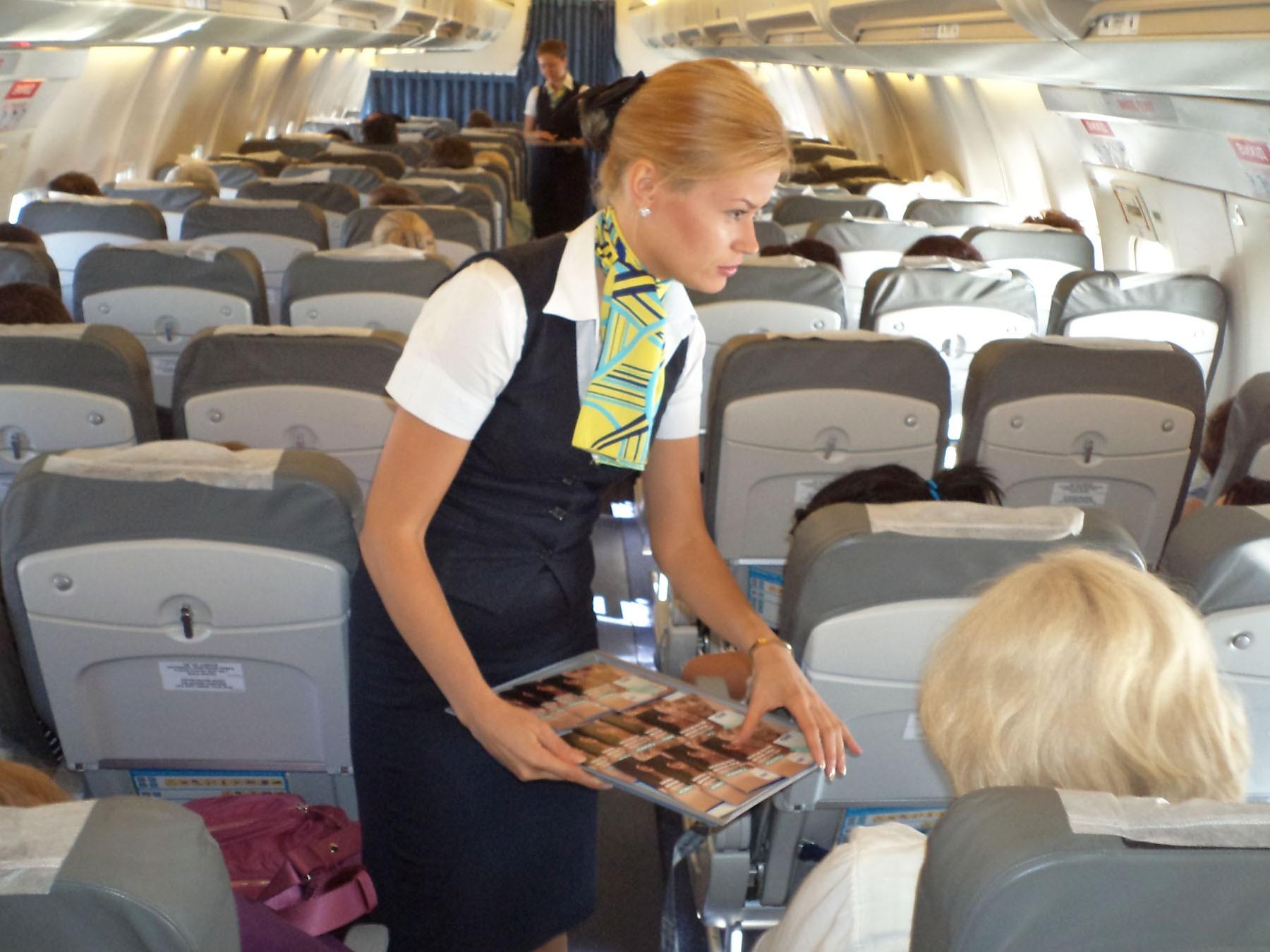 В КНР стюардесса вовремя взлета выпала изсамолета