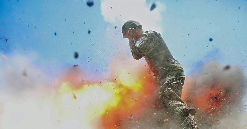 Двое военных под Брянском пострадали вовремя сжигания опавших листьев