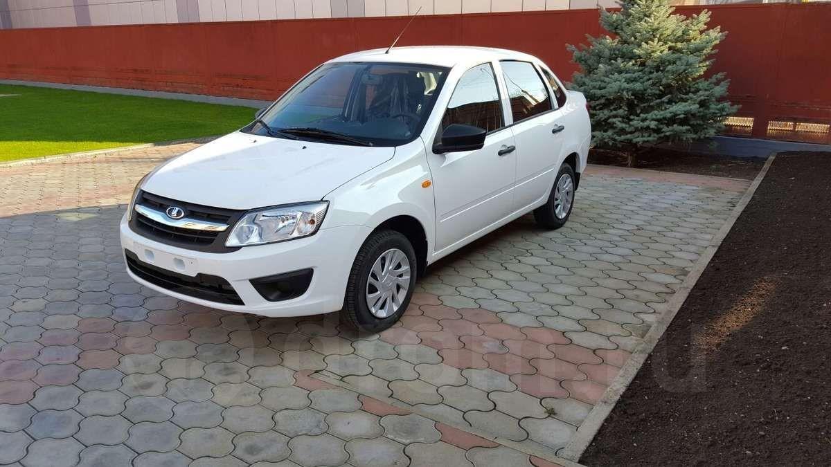 LADA-седан не баклажан стала самой популярной первой машиной в России