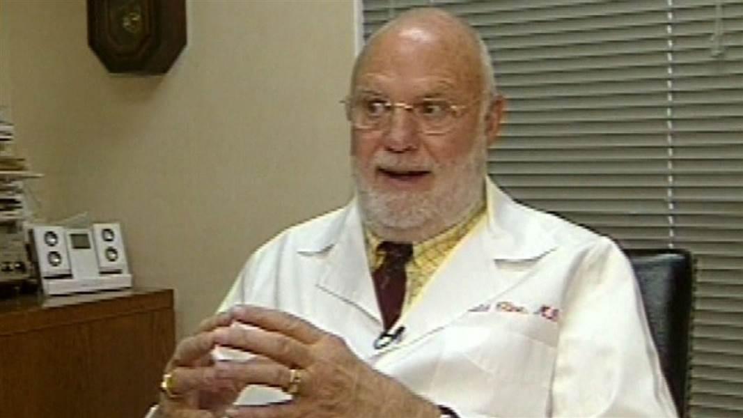 Гинеколог тайно оплодотворил неменее 50 пациенток вСША