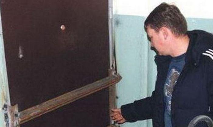 ВКалининграде мужчина поссорился ссоседкой изаварил ейдверь