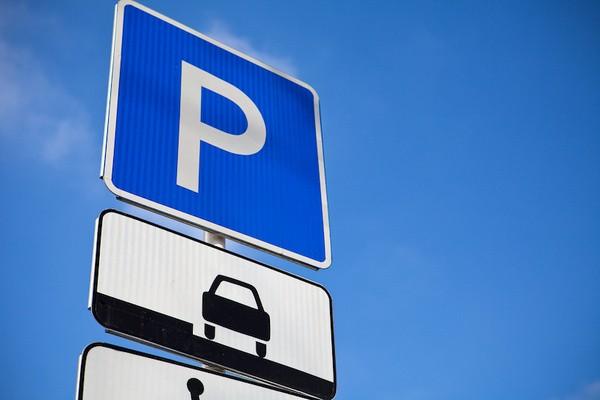Мэрию столицы  попросили ввести скидку наштрафы занеоплату парковки