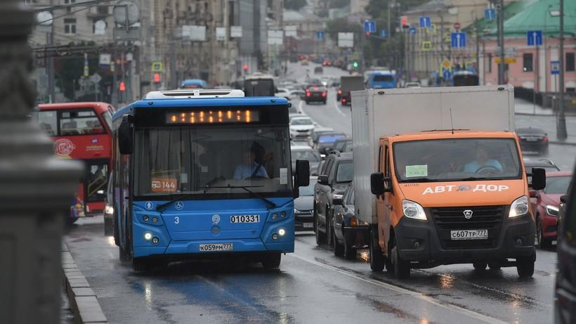 Московский ЦОДД попросил водителей незанимать выделенку вВыхине