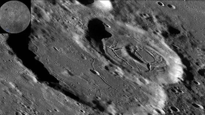 Уфолог изТайвани нашел наЛуне загадочный вход набазу инопланетян