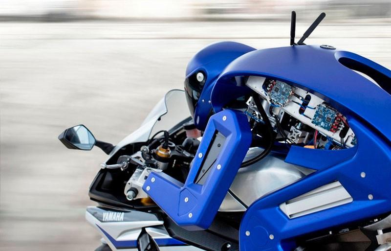 Робот-байкер Motobot кидает вызов лучшему мотогонщику планеты