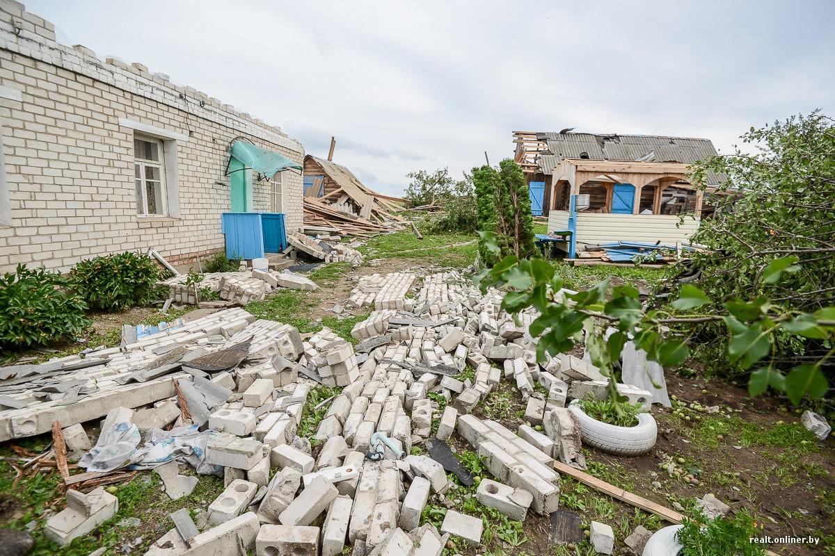 Призрачный шторм сорвал крышу сошколы вДагестане и поломал несколько домов