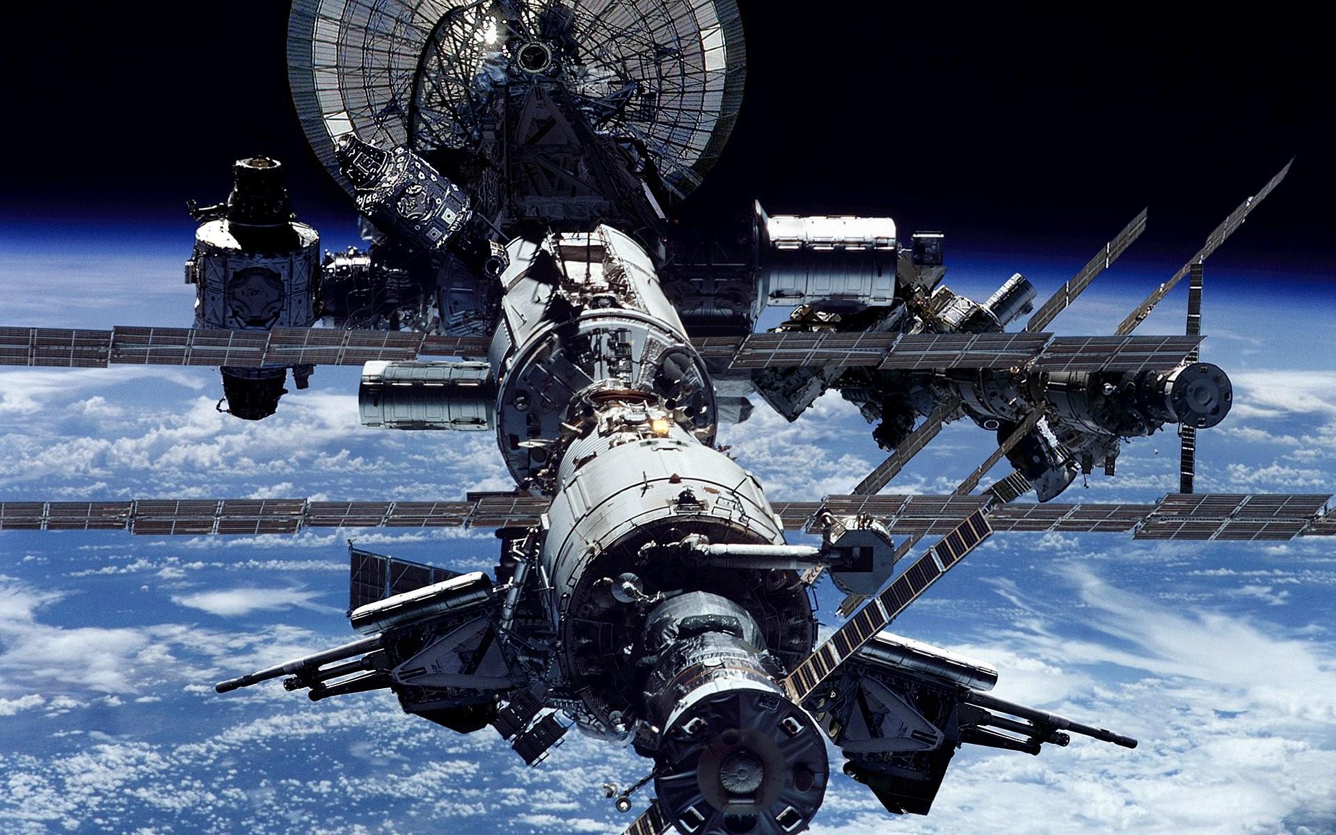 Русские космонавты сейчас трудятся наМКС без выходных