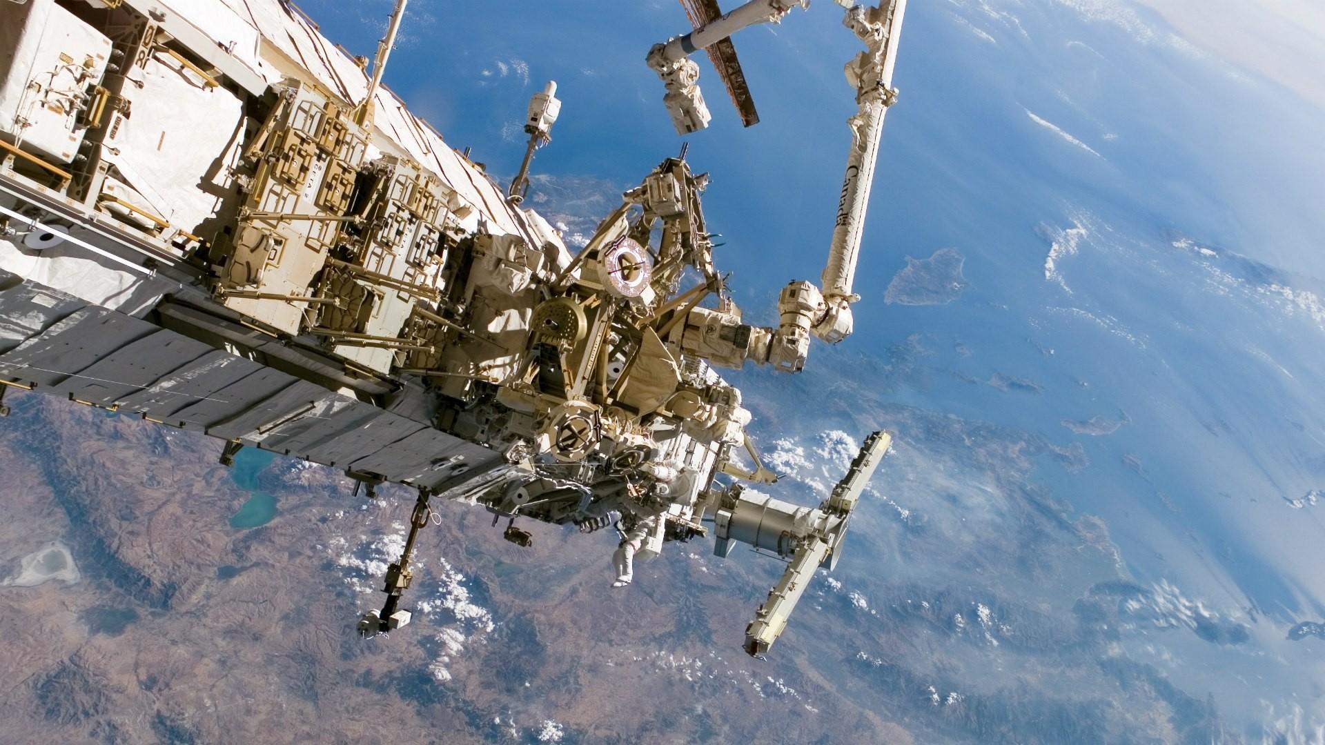 Высоту орбиты МКС увеличили на700 метров