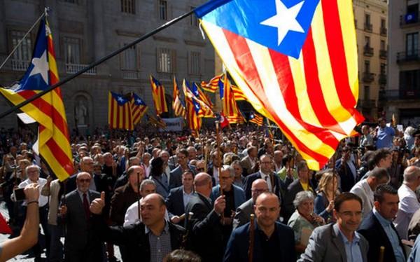 Испанская полиция применила резиновые пули на референдуме в Каталонии
