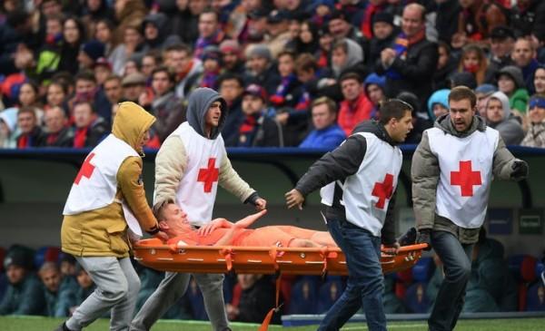 Полузащитник ЦСКА Понтус Вернблум во время матча получил рваную травму ноги