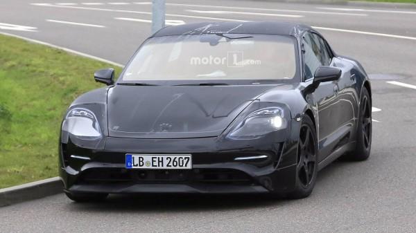Электрокар Porsche Mission E впервые запечатлели в серийном кузове