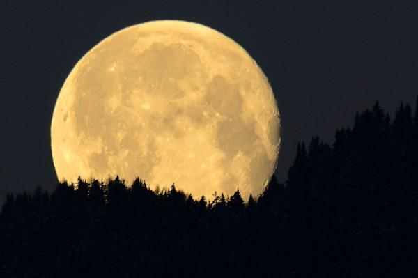 NASA: Около 4 млрд лет назад на Луне была атмосфера