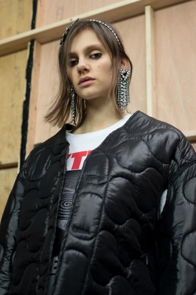 Фанаты adidas шокированы волосатыми ногами и подмышками шведской модели