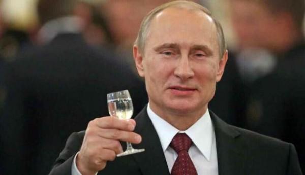 В центре Тамбова открылся вернисаж ко дню рождения Путина