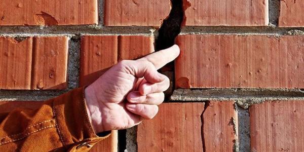 В Нижнем Новгороде трещины на одном из домов увеличиваются