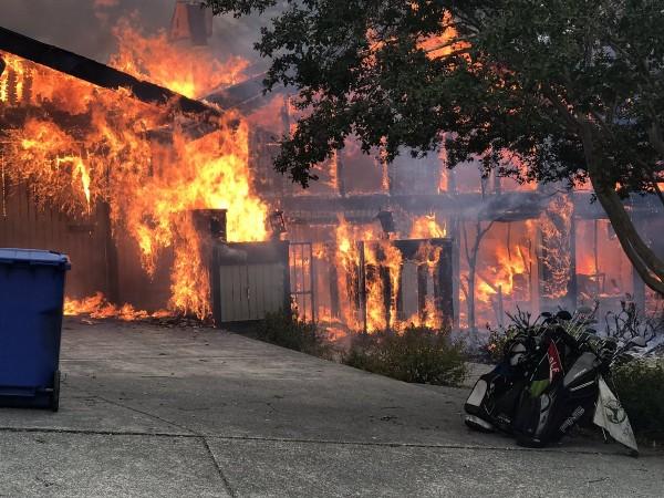 Более 100 жителей Калифорнии пропали без вести из-за лесных пожаров