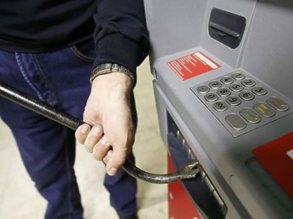 В Самаре грабитель украл из банкоматов более 3 миллионов рублей