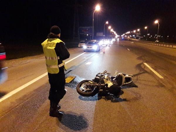 В ДТП на МКАД погибли байкер и женщина-пешеход