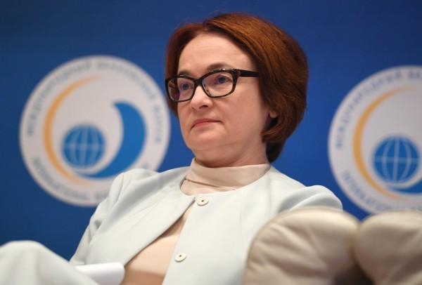 Набиуллина предсказала уменьшение в обращении купюр номиналом в 100 и 1000 рублей