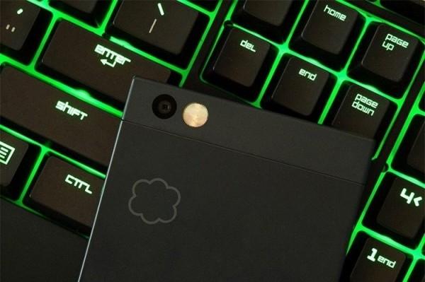Анонсирован выход игрового смартфона Razer Phone