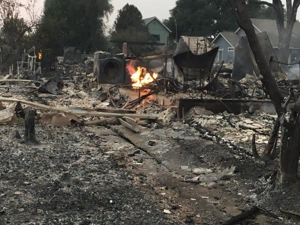 Жители Калифорнии жалуются на власть, потому что их не предупредили о пожарах