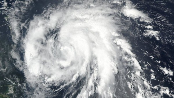 Из-за урагана «Офелия» в Ирландии объявлен наивысший уровень опасности