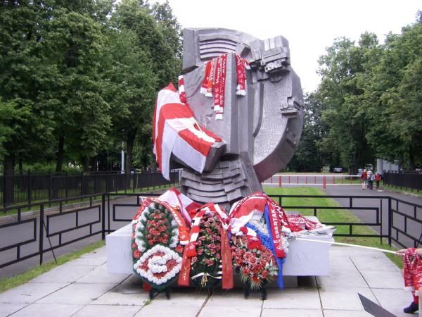 ФК «Спартак» установит мемориал в память о трагедии 1982 г: Опасно быть болельщиком?
