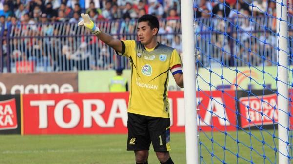 Индонезийский вратарь умер после столкновения с футболистом на поле