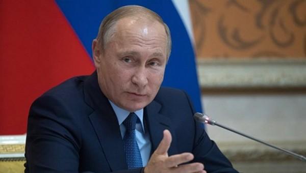 Путин поручил  правительству создать финцентр на Дальнем Востоке