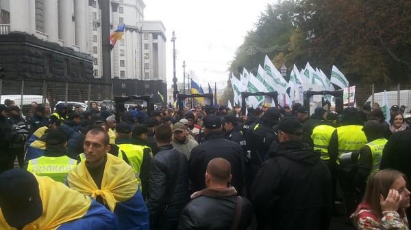 МВД Украины: Возможен штурм Рады с применением взрывчатки