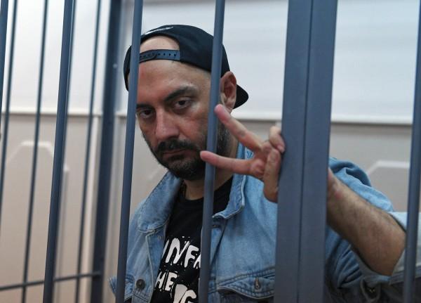 Кирилл Серебренников не приедет в Петербург на съемки фильма о Цое