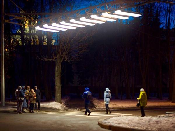 Жители Москвы положительно оценили подсветку пешеходных переходов