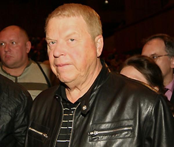 По словам дочери Кокшенова, состояние ее отца улучшилось