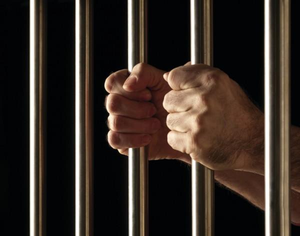 В Новокузнецке на суде осужденный воткнул себе в голову гвоздь