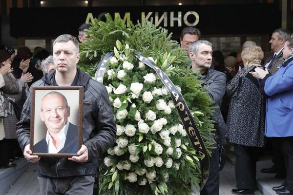На похороны Марьянова принесли венок с неизвестной надписью
