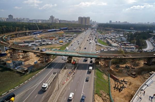 Власти планируют построить в Москве более 200 км дорог за три года