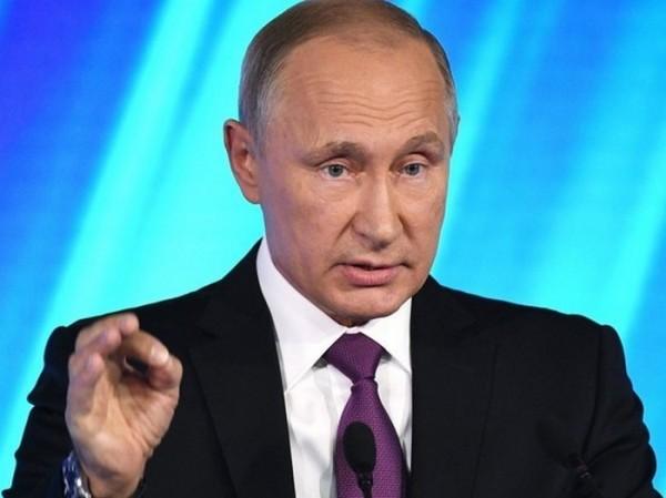 Путин разрешил себя ущипнуть студенту из Нигерии